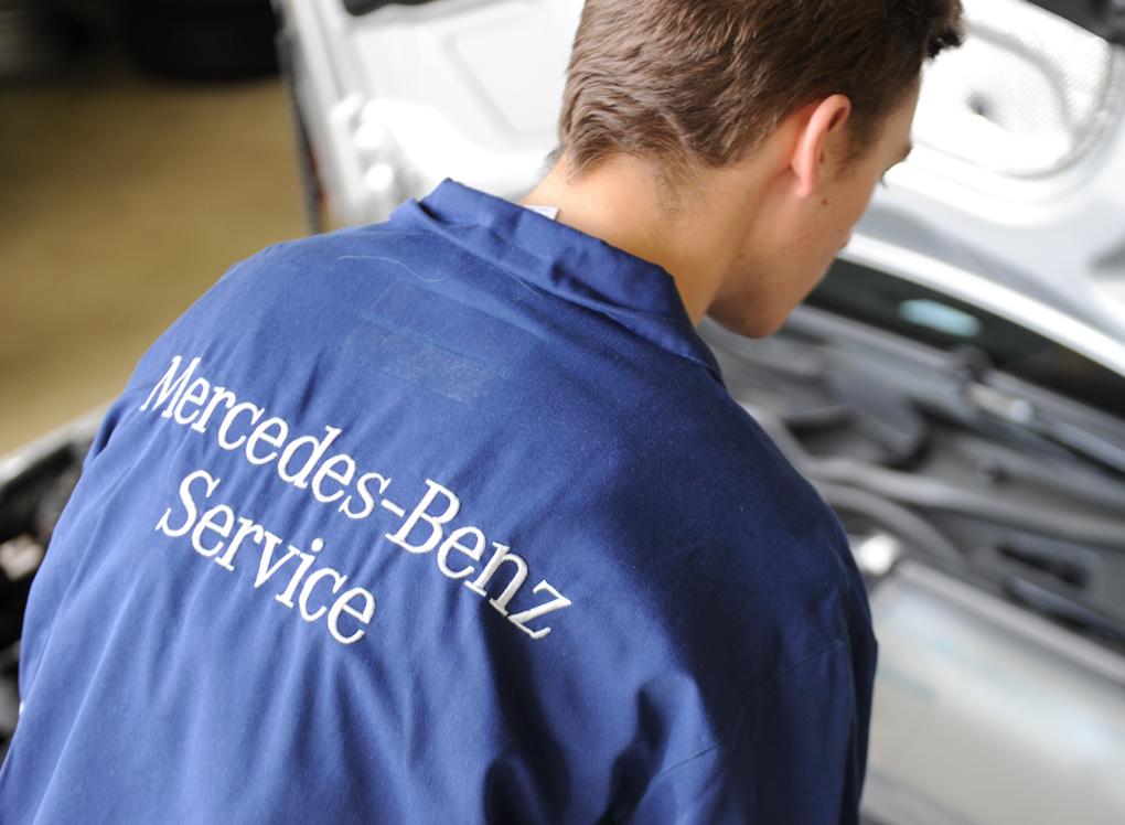 Pooblaščeni serviser Mercedes-Benz.